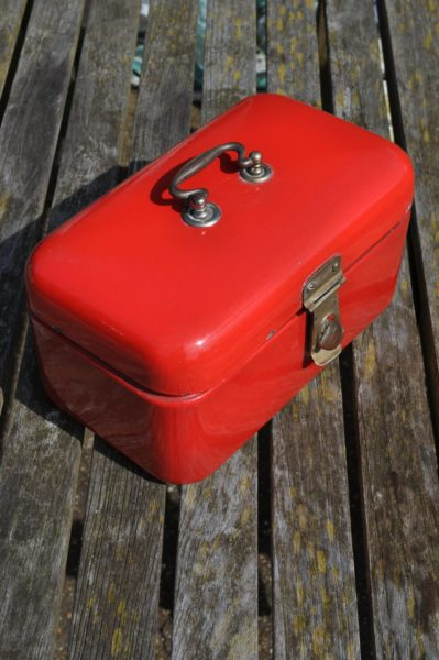 Dutch bread box