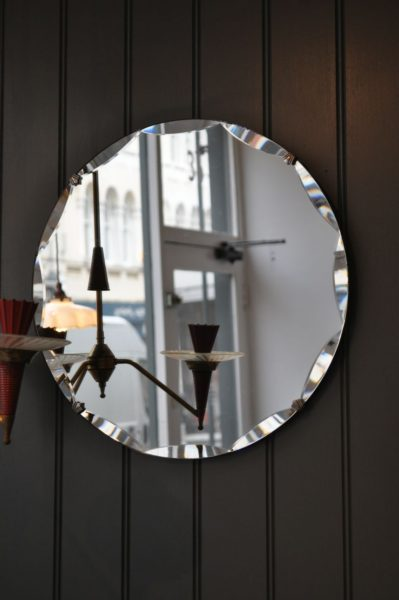 Framless bevelled-edge mirror
