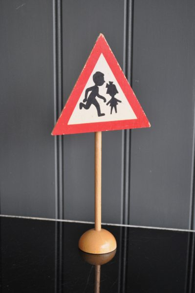 Educational traffic signs