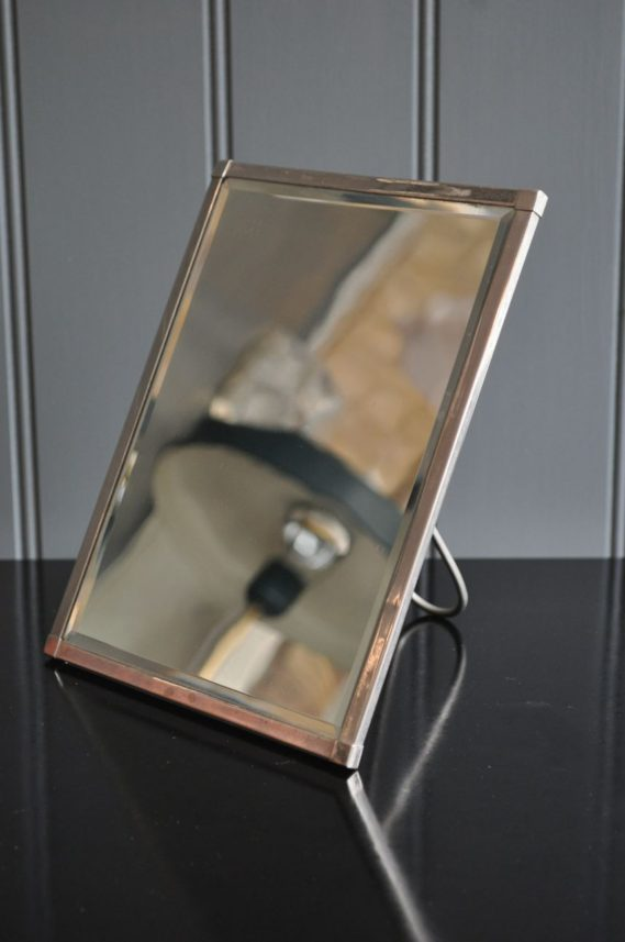 Deco travel mirror