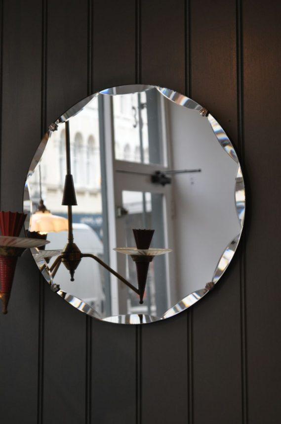 Framless bevelled-edge mirror