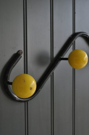 Yellow atom hooks