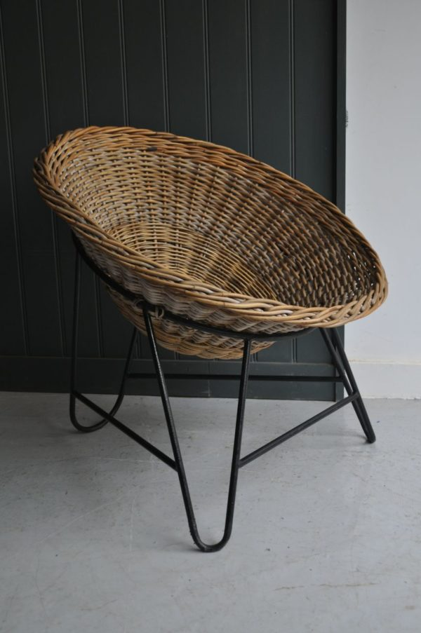 Continental wicker chair