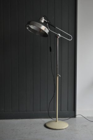 Medical floor lamp