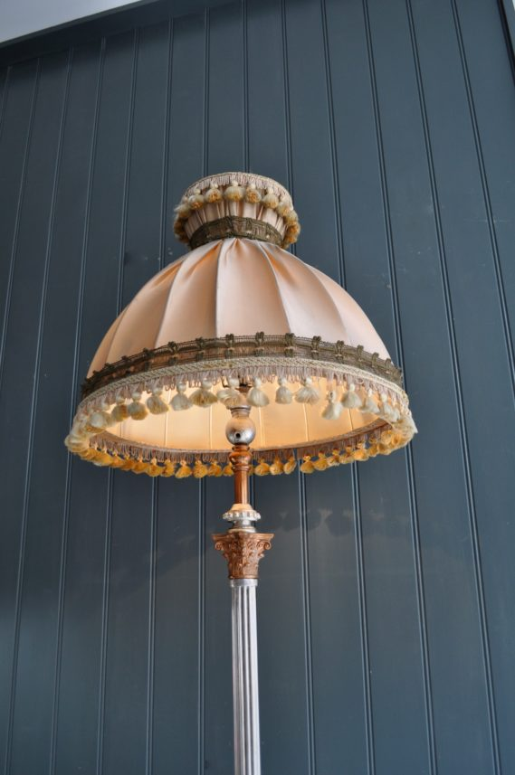 Telescopic floor lamp