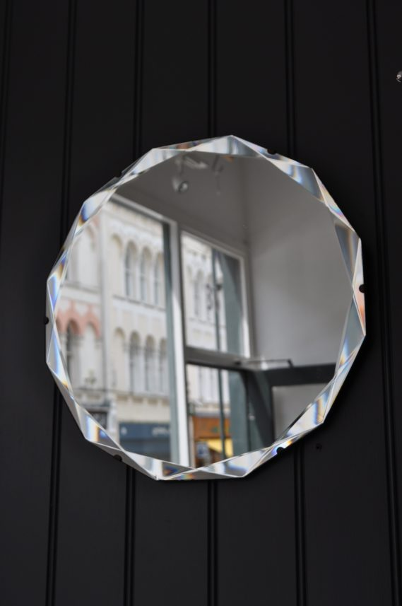 Bevelled mirror