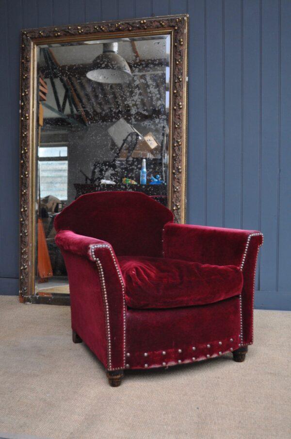 Deco red velvet armchair